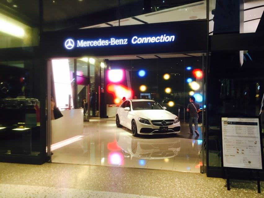 グランフロント大阪にあるMercedes-Benz Connectionへ