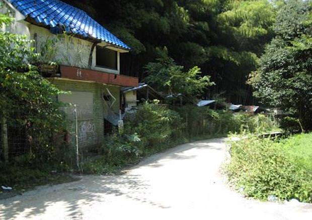 老ノ坂峠の廃モーテル