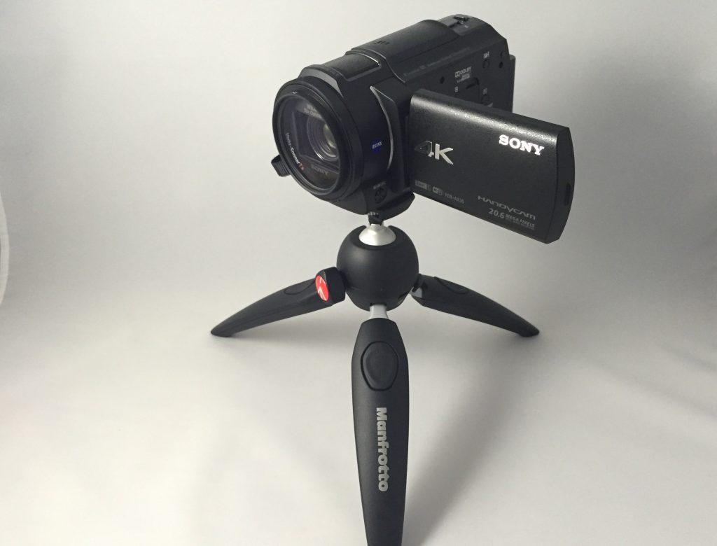 マンフロットのミニ三脚とカメラ